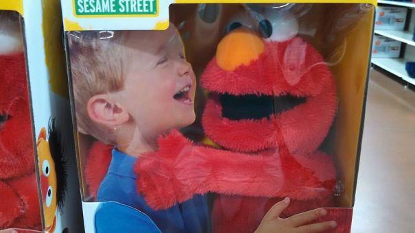 Elmo ahora es un asesino
