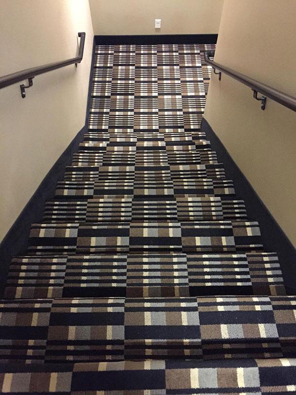 Estas escaleras rompen la realidad